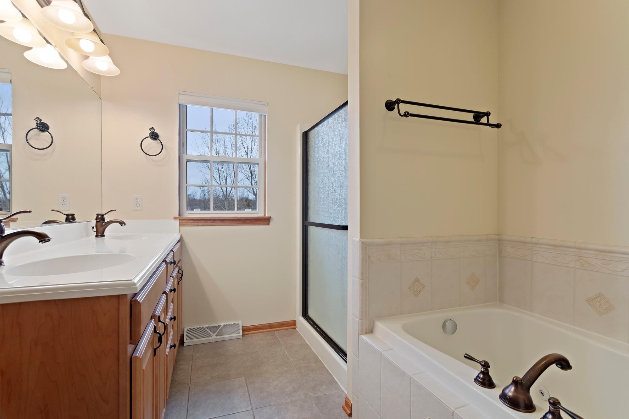 27_En Suite Bathroom with Shower and Jet