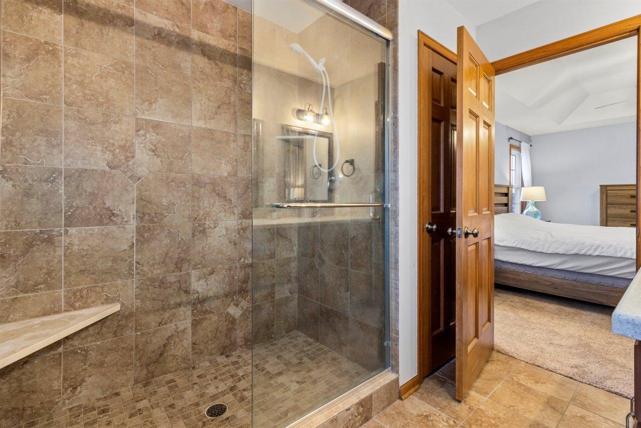 Master Ensuite wtiled shower