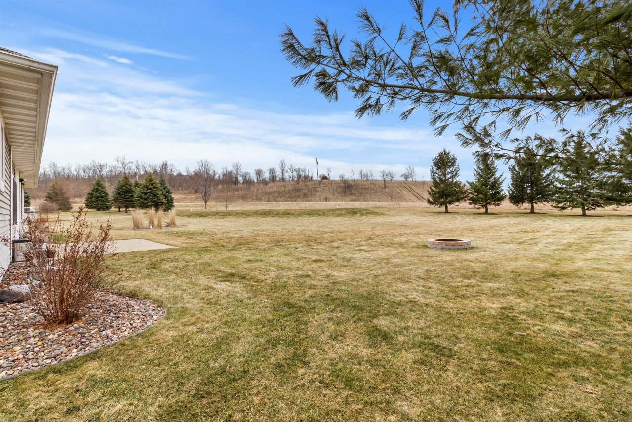 Spacious nearly 1acre lot