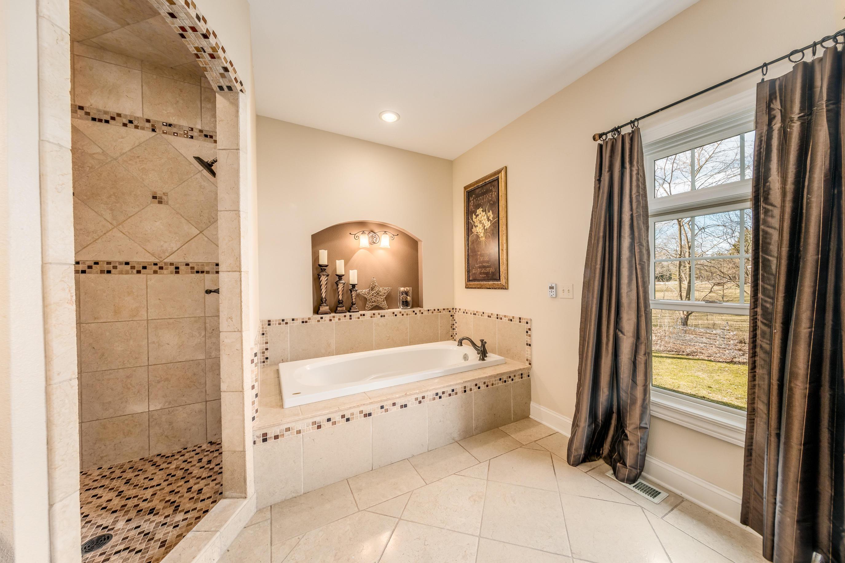 Master Bath Whirlpoool Tub