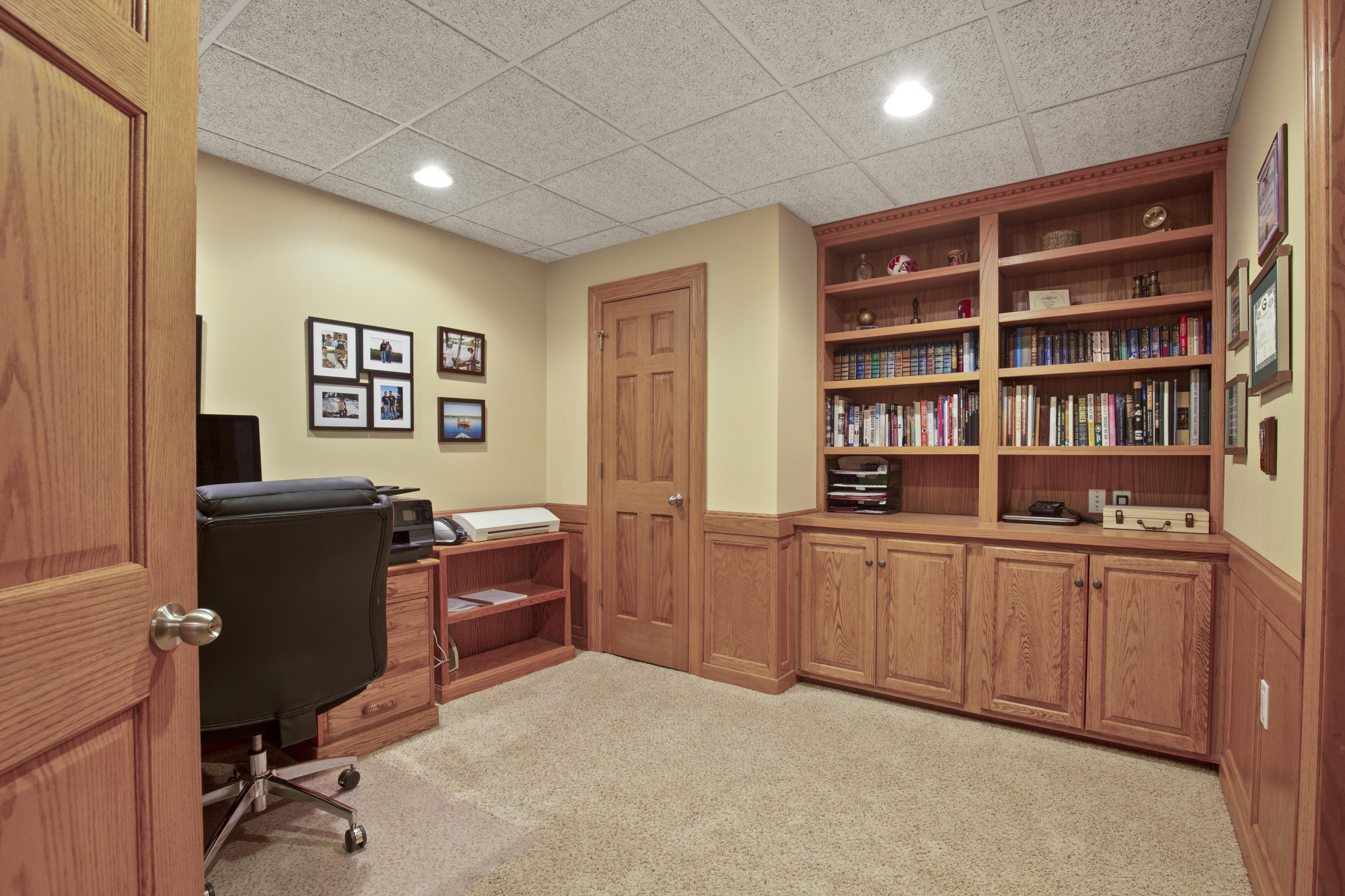 LL Office w/ Bookcases