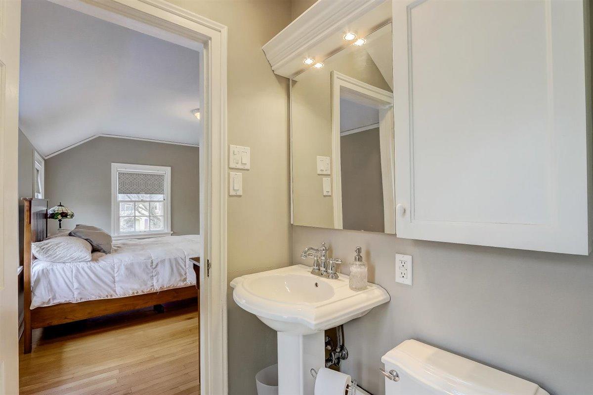 Master Bathroom - view 2