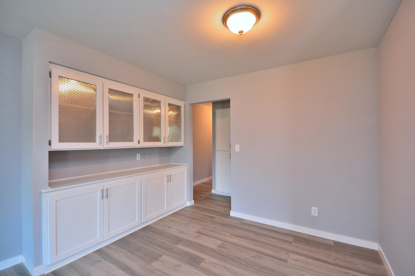 Dining Area w/ built-ins