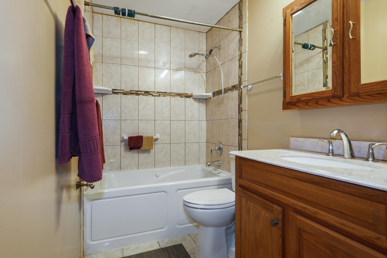 06_3621StAndrewsCt_Unit106_8_Bathroom_Hi