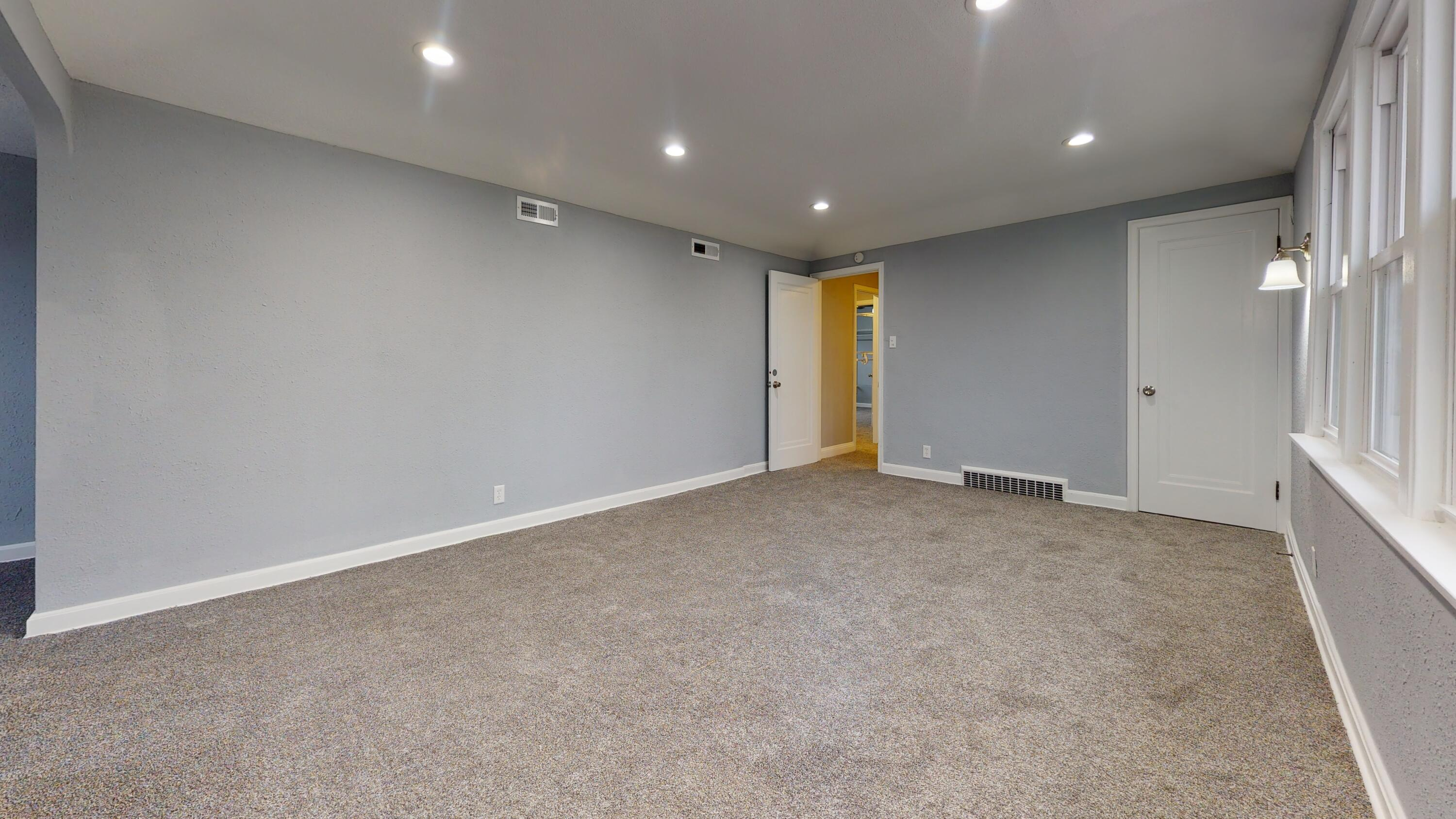 1335-W-Capitol-Dr-Unfurnished(4)