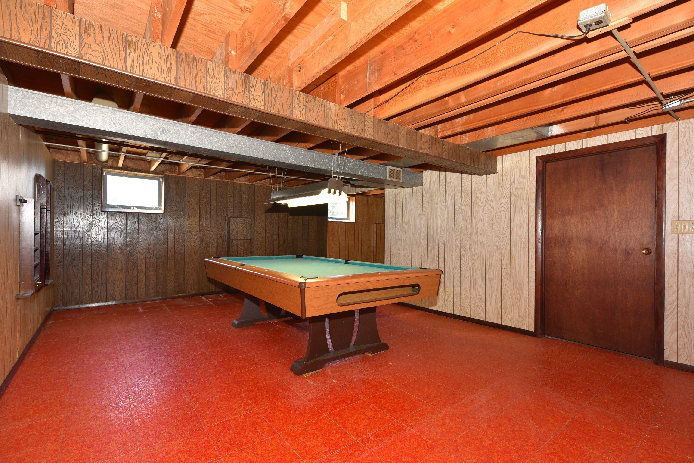 Rm Rm including pool table Lexington