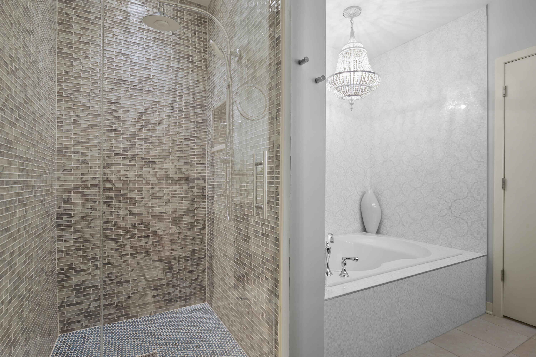 Master Shower/Tub