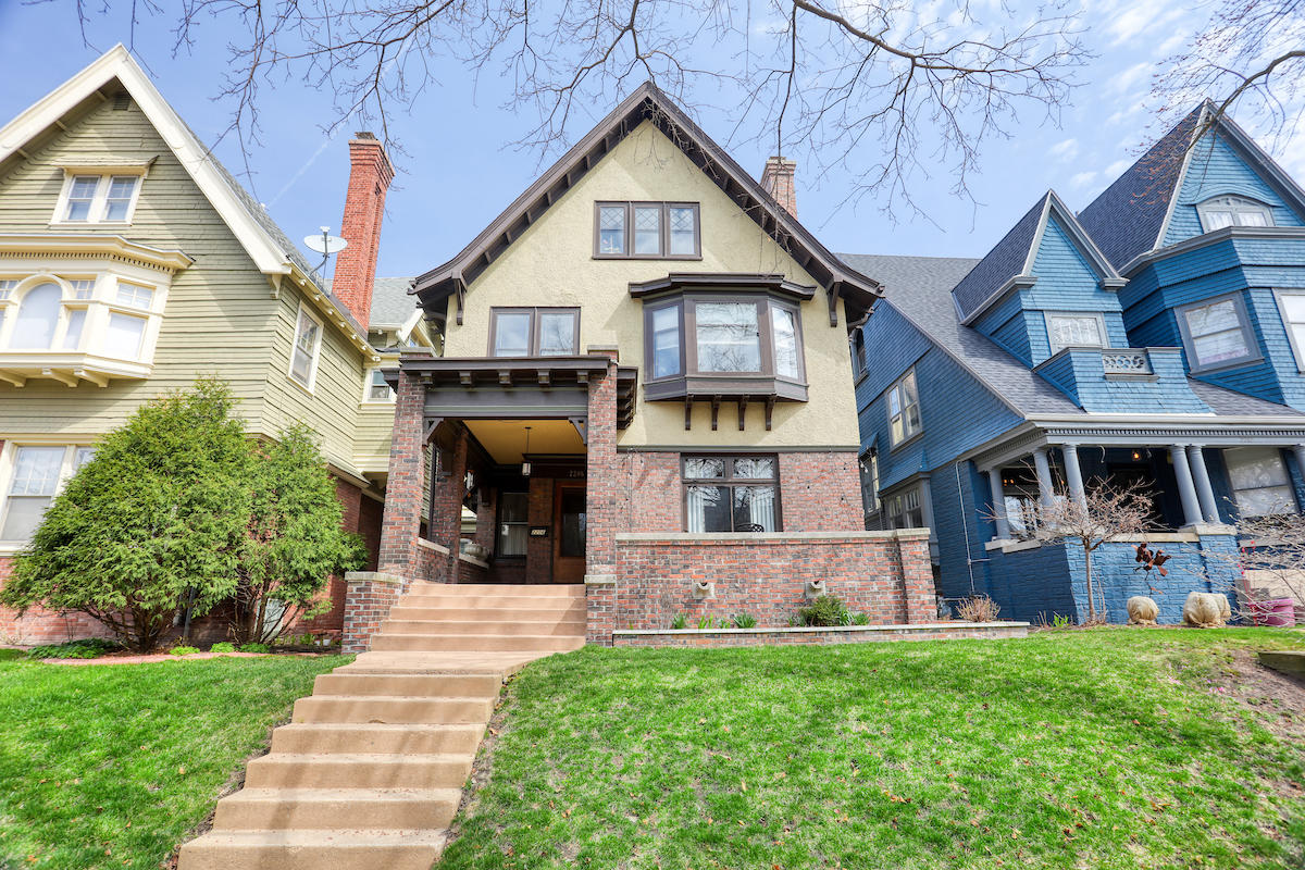 Photo of 2206 E Kenilworth Pl, Milwaukee, WI 53202
