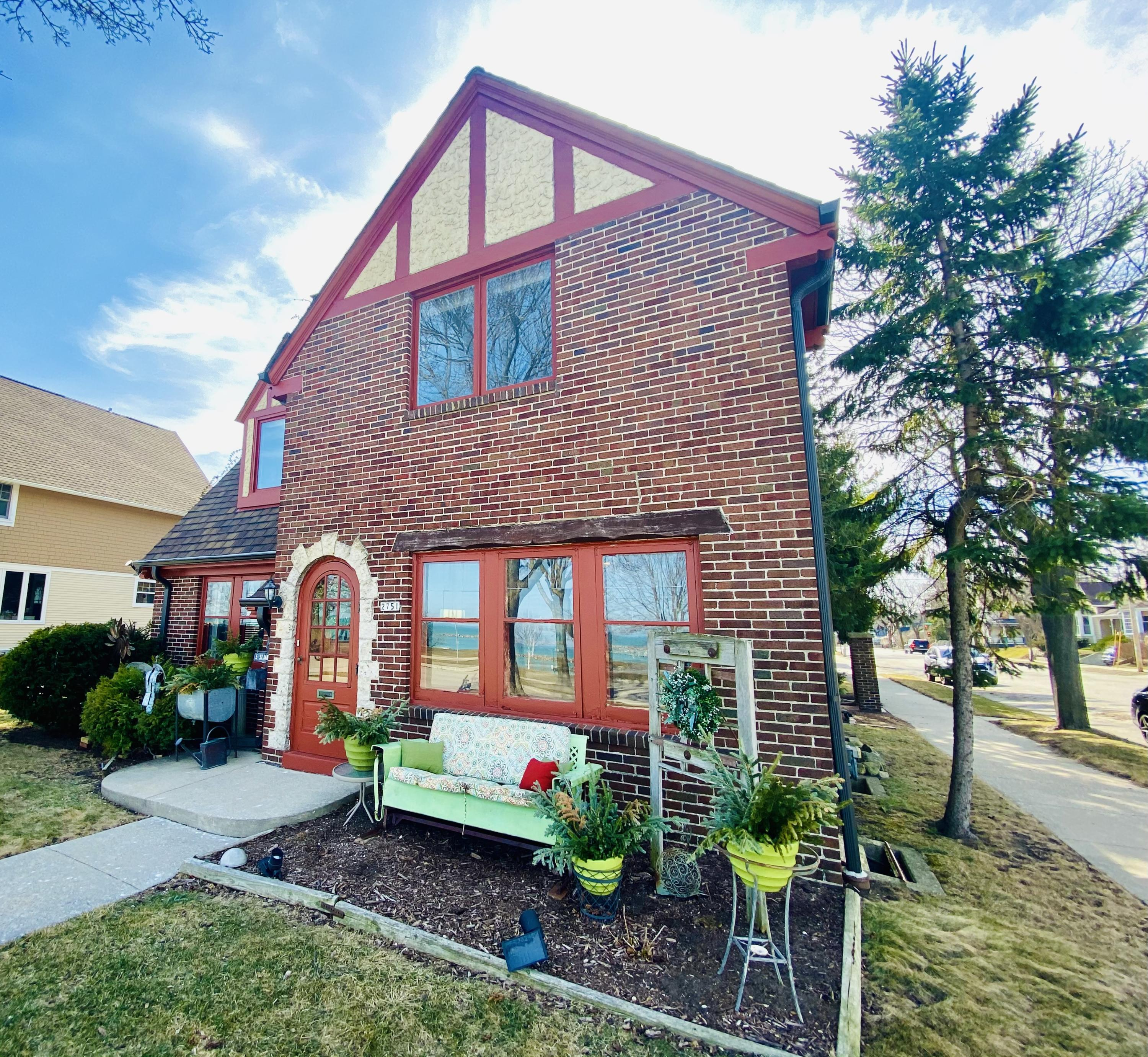Photo of 2751 S Shore Dr, Milwaukee, WI 53207