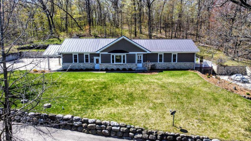 Photo of N5881 Ziebell Rd, Jefferson, WI 53549