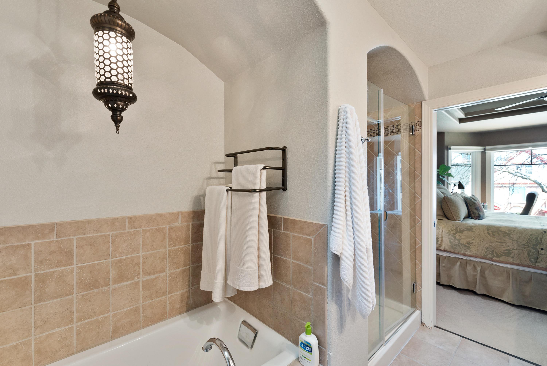 Large Tub & Walk-In Shower