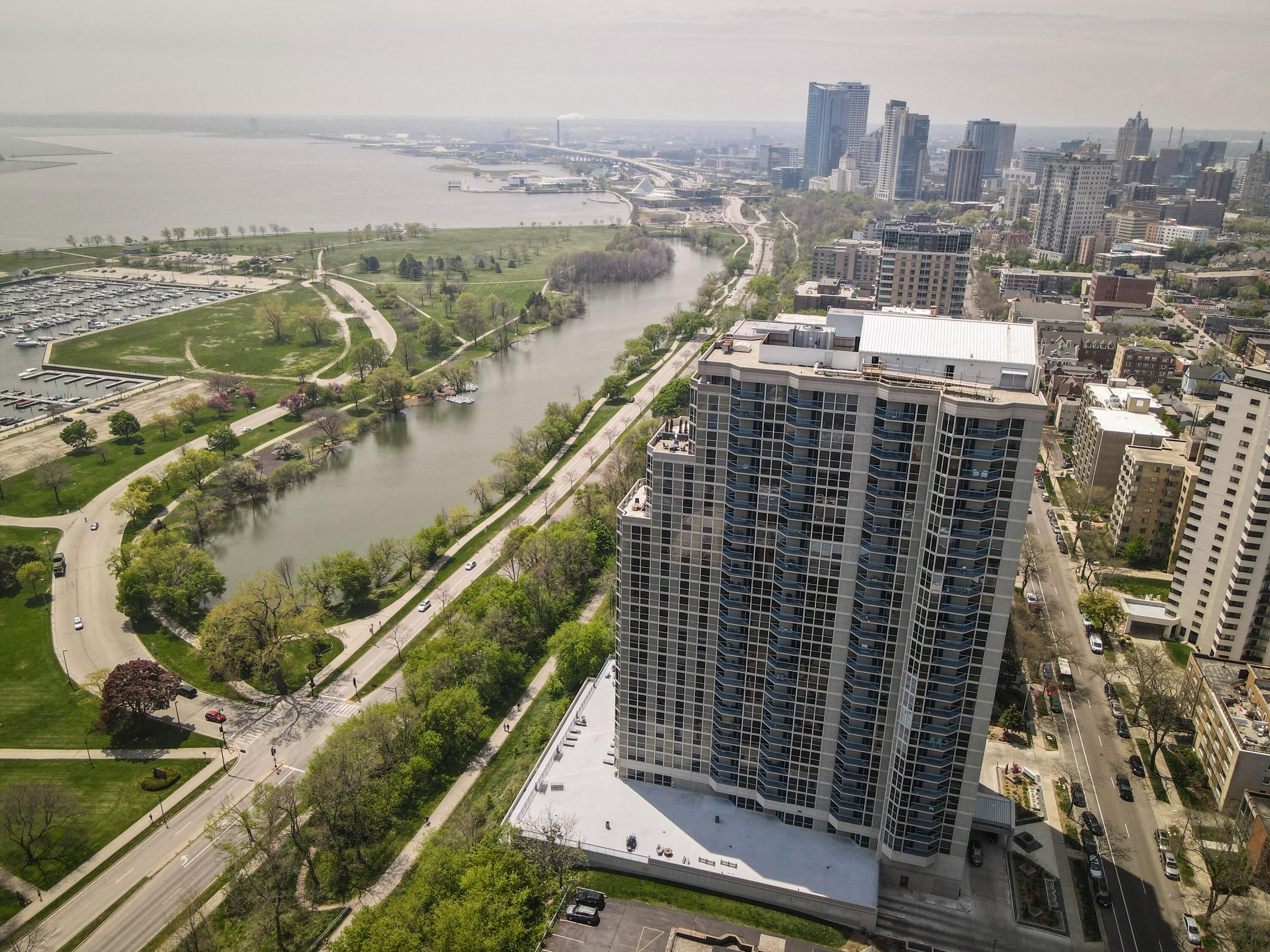 Spectacular Lakefront Location
