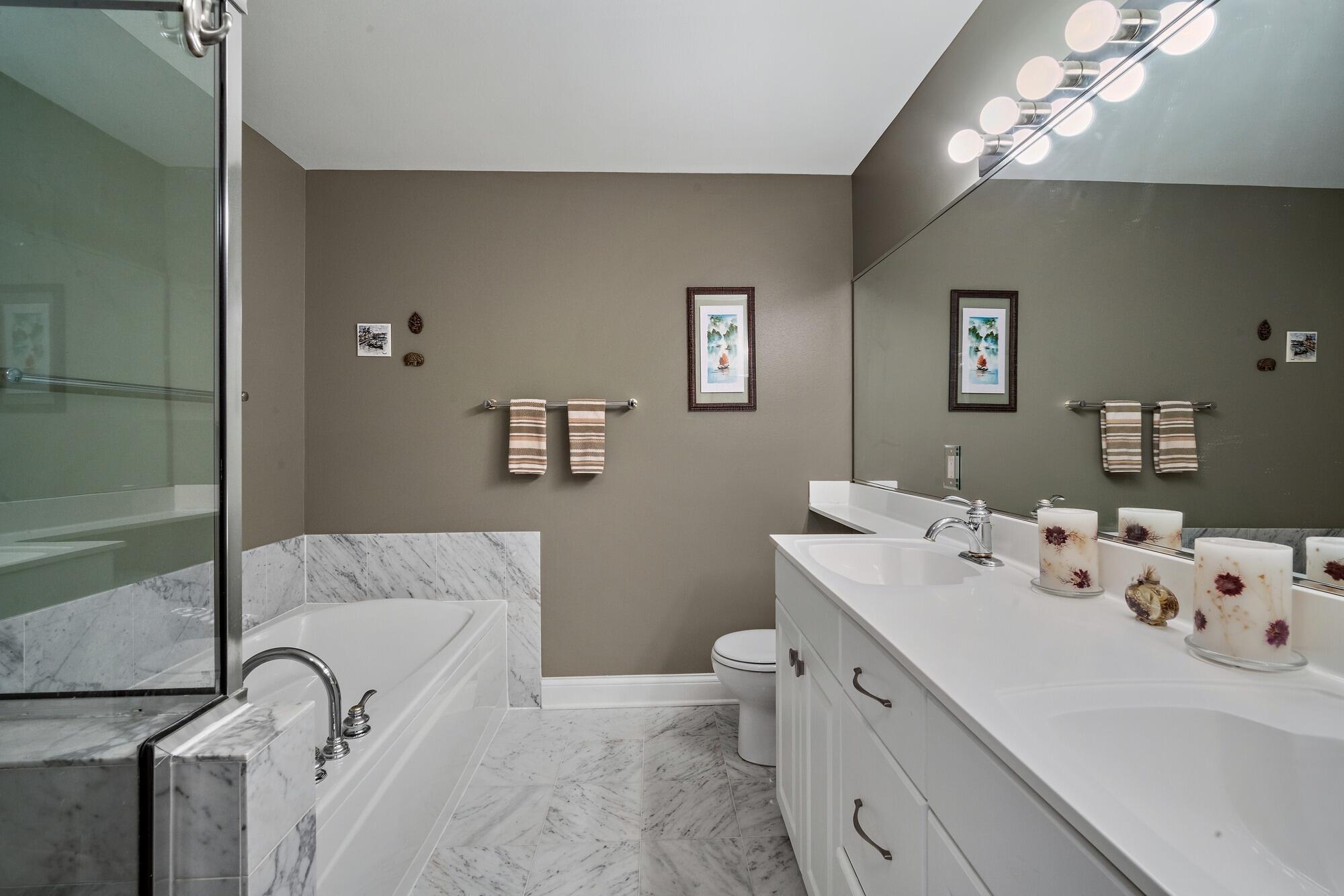 Marble en suite double sink bath.