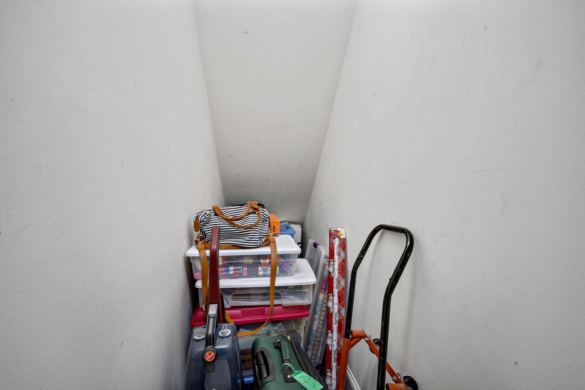 ON YOUR FLOOR storage locker!