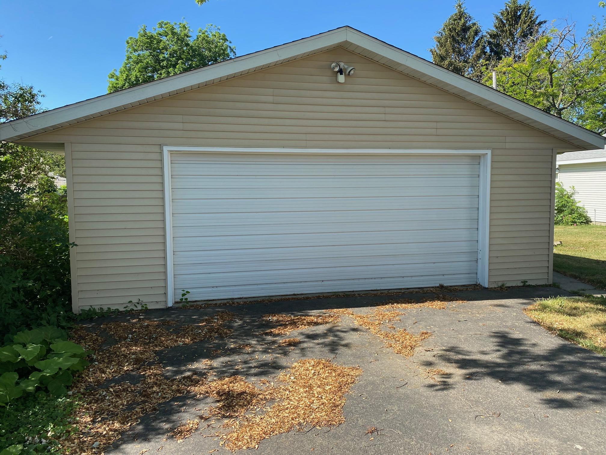 Detached 2 car garage