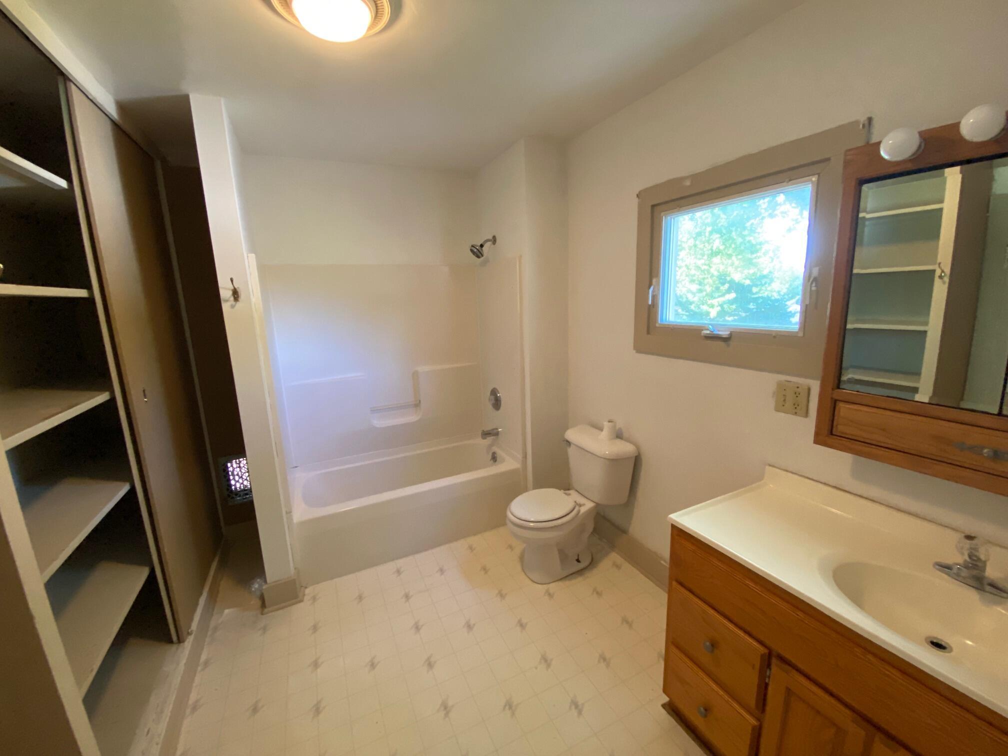 Full Bathroom upper