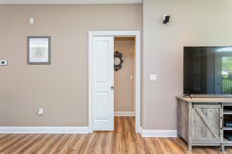 07_Guest Suite Privacy Door