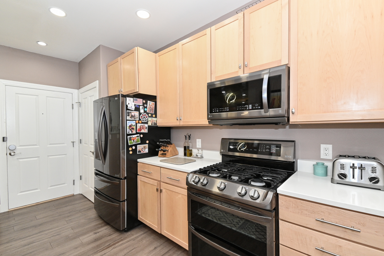 Gas Stove, Ample Cabinets