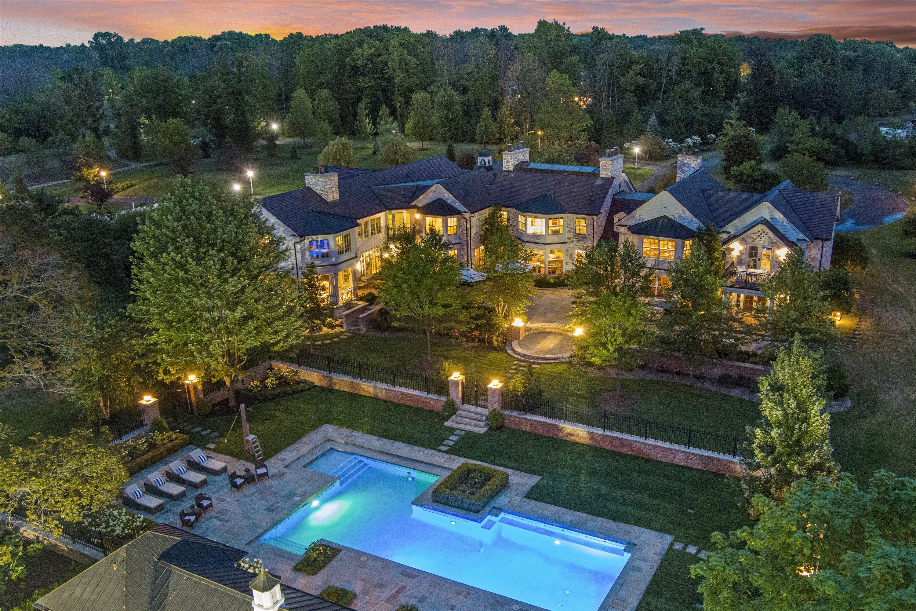 Photo of 9303 N Valley Hill Rd, River Hills, WI 53217