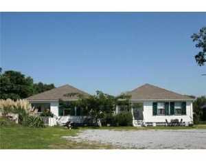126 W Scenic Dr, Pass Christian, MS 39571