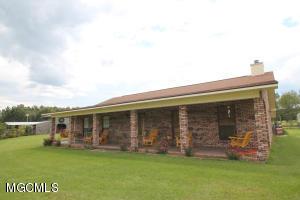 602 Lakewood Dr, Leakesville, MS 39451