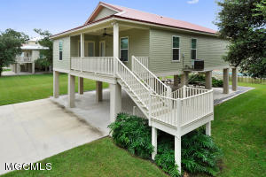 104 Leonhard Ave, Bay St. Louis, MS 39520