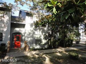 8107 Fairway Villa Dr, Gautier, MS 39553