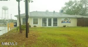 8220 Arkansas Ave, Gulfport, MS 39501