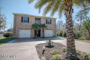 12783 Woodland Cir, D'Iberville, MS 39540