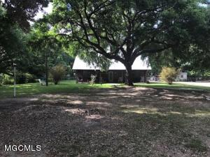 18041 Dedeaux Clan Rd, Gulfport, MS 39503