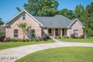 650 Heatherwood Dr, Wiggins, MS 39577
