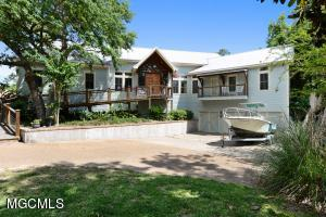 102 Doswell Ct, Ocean Springs, MS 39564