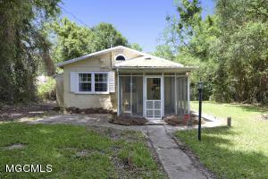 2123 Government St, Ocean Springs, MS 39564