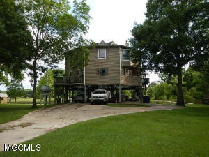 1653 Pascagoula River Rd, Moss Point, MS 39562