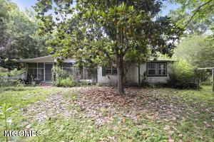 3064 Pabst Rd, Ocean Springs, MS 39564