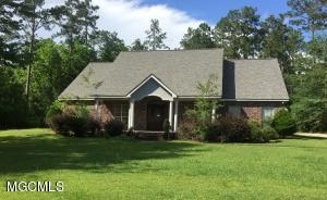 102 N Hill Dr, Carriere, MS 39426