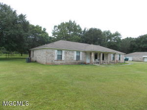 9708 Cedarcliff Dr, Moss Point, MS 39562