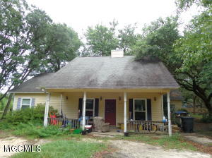 1612 S 11th St, Ocean Springs, MS 39564