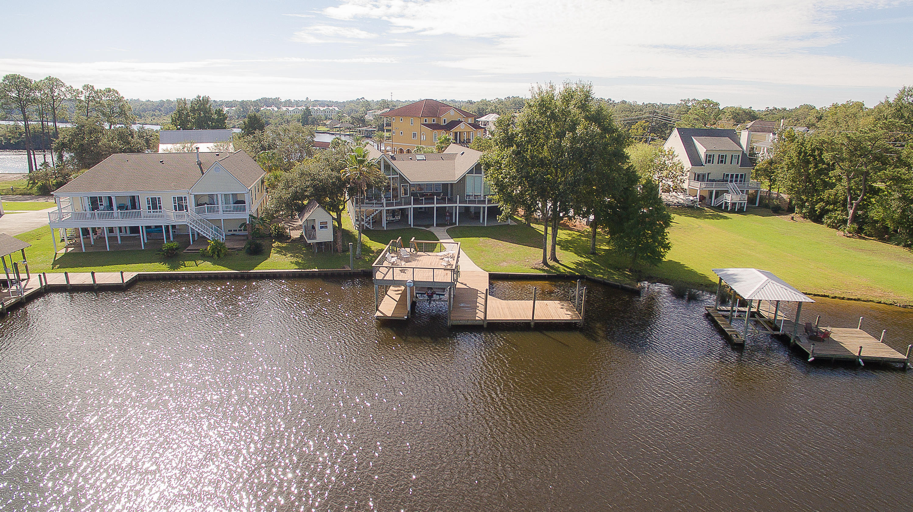 15 Rivers Bend Dr, Gulfport, Mississippi 39507, 3 Bedrooms Bedrooms, ,3 BathroomsBathrooms,Single-family,For Sale,Rivers Bend,340908