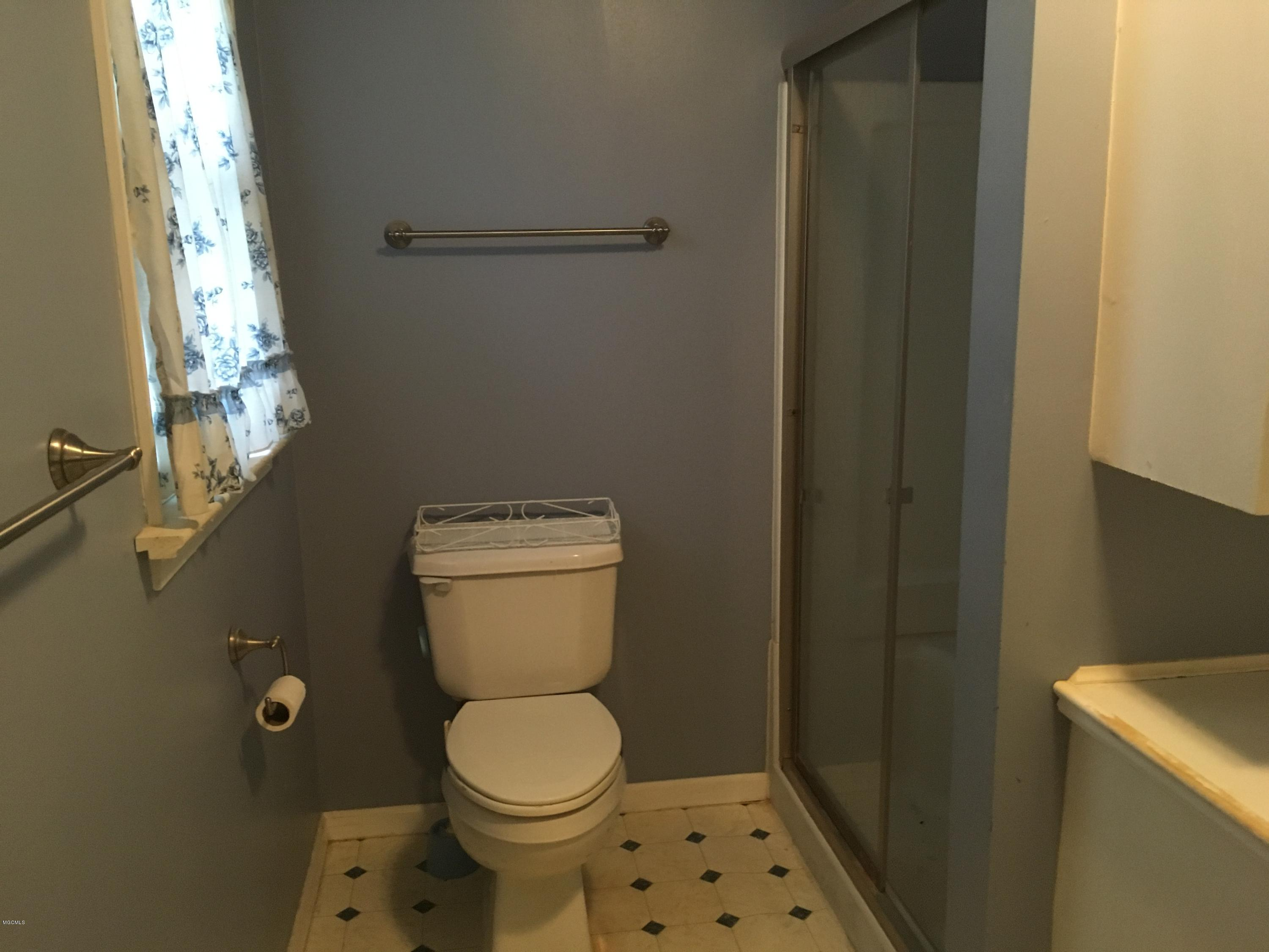 187 Ahern Dr, Biloxi, Mississippi 39530, 1 Bedroom Bedrooms, ,1 BathroomBathrooms,Single-family,For Sale,Ahern,340909