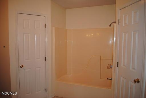 6608 Mossline Dr, Ocean Springs, Mississippi 39564, 3 Bedrooms Bedrooms, ,2 BathroomsBathrooms,Rental,For Sale,Mossline,341702