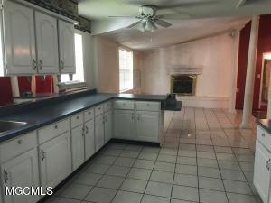 Photo #10 of 818 Handy Ave, Ocean Springs, MS 39564