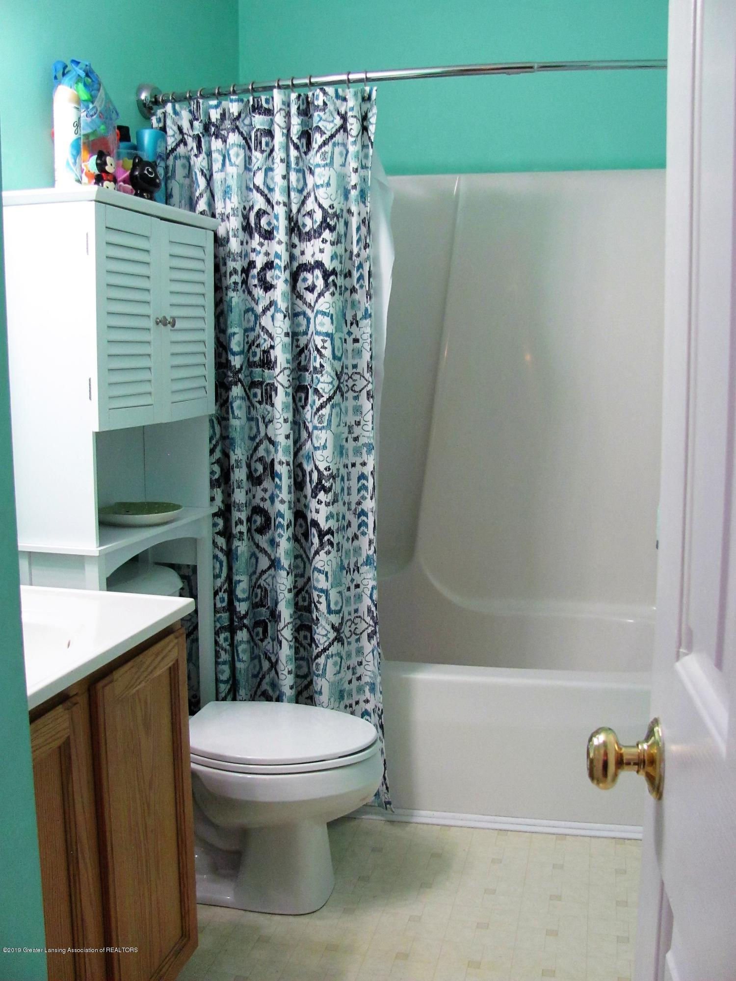 Full bathroom:  1180 Porter Drive