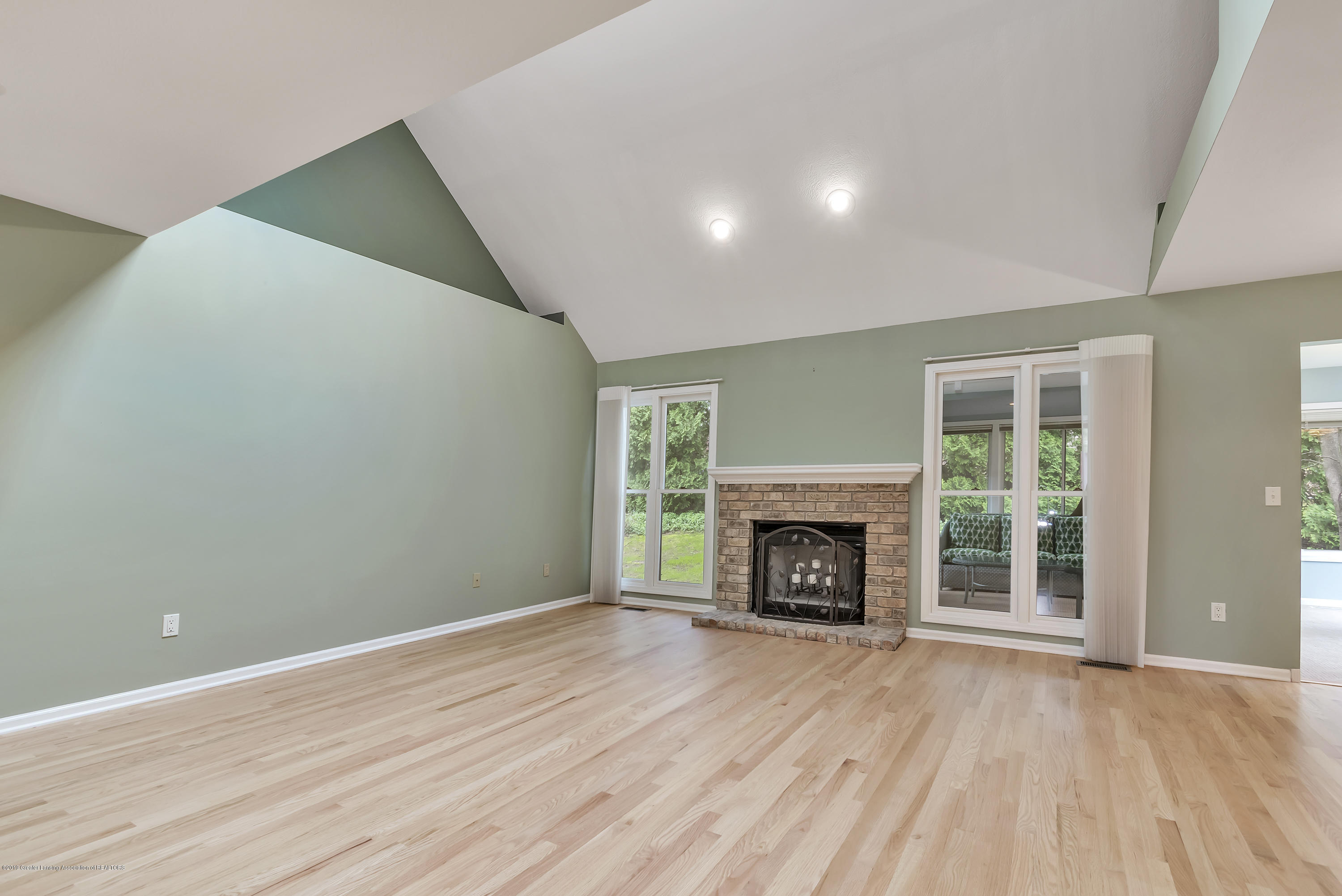 Living Room:  1528 Winchell Court