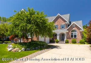 Primary image for this residential listing.