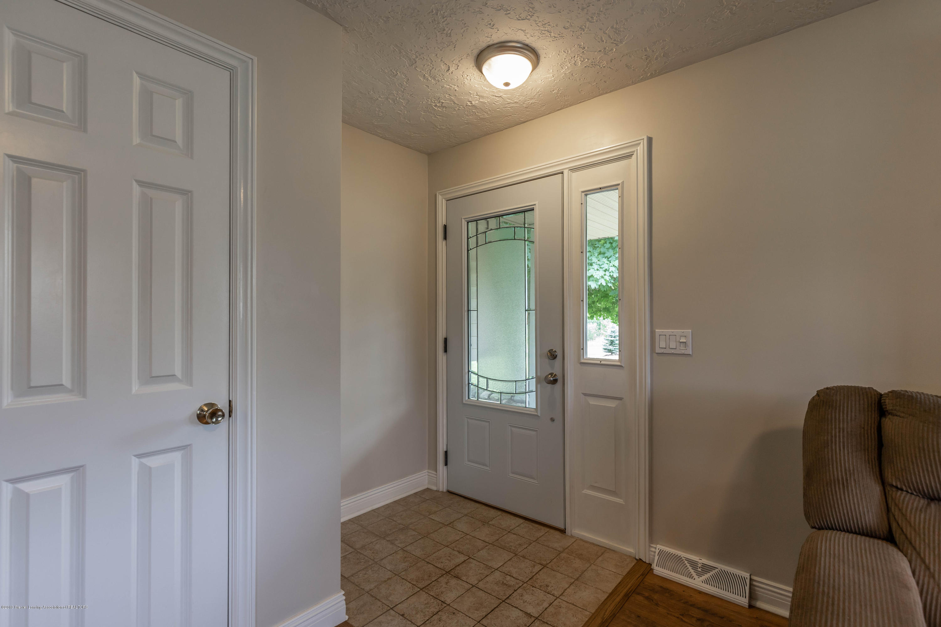 Foyer:  5190 W South County Line Road