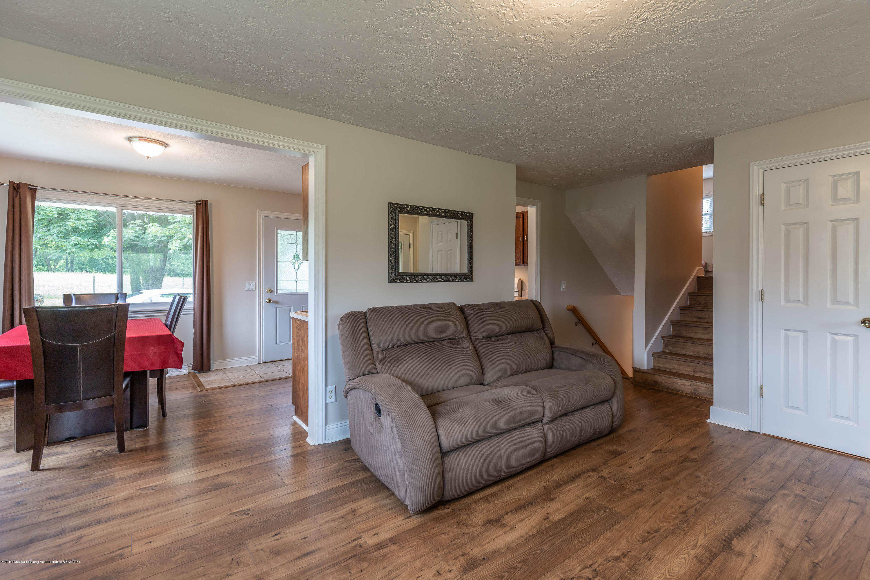 Living room:  5190 W South County Line Road