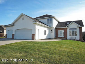 2115  Deer Trail NE Lane, OWATONNA