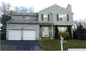 Photo of home for sale at 76 Mystic Court Court, Aberdeen NJ
