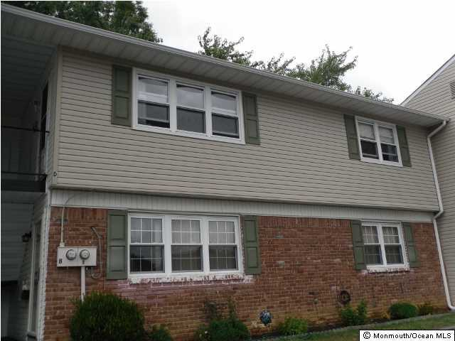 Photo of home for sale at 3 Kansas Court Court, Matawan NJ
